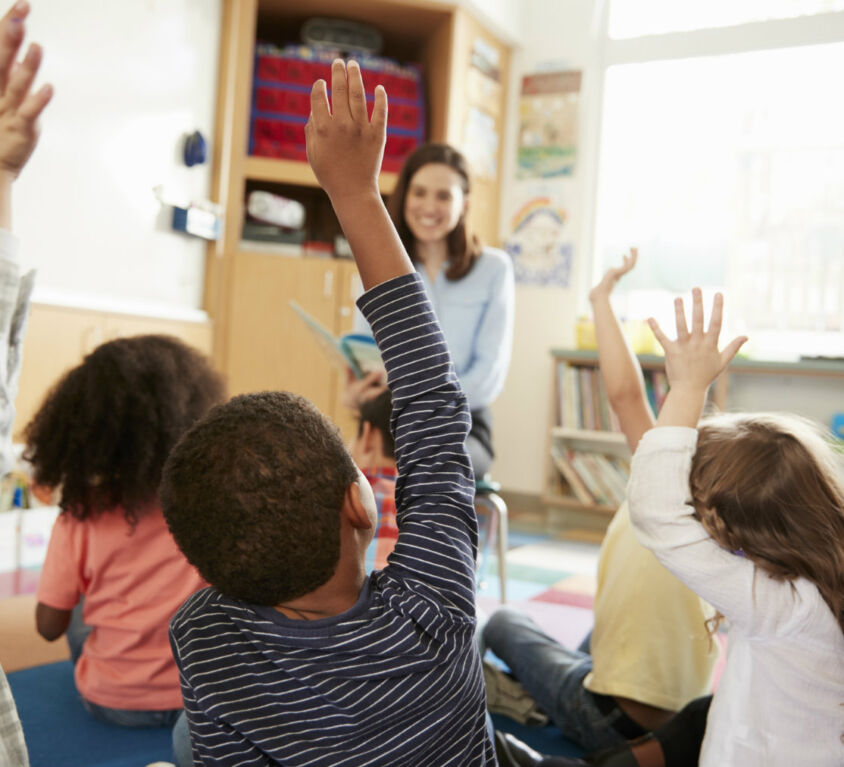 Teacher_students-classroom